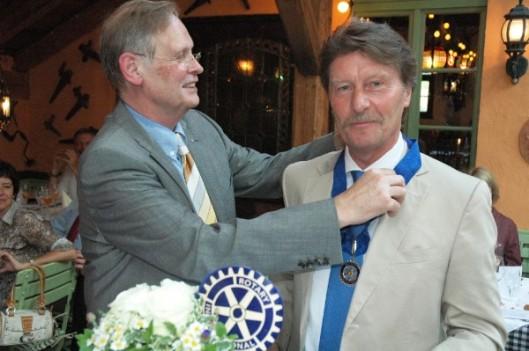 Stabübergabe 2010: Dr. Hayo Haebler übergibt die Amtskette an Dr. Norbert Bräuer.