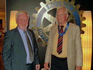 Dr. Paul-Ludwig Nelles übergibt die Amtskette an den Präsidenten 2013/14, Dr. Karl-Heinz Annecke